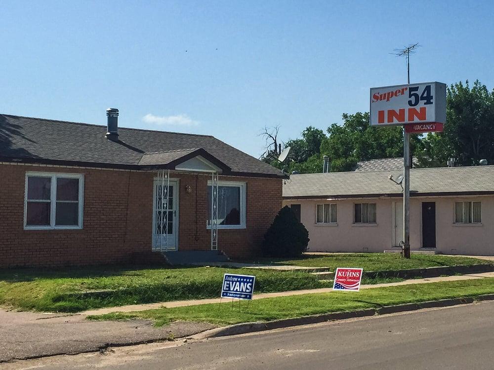 Super 54 Inn: 109 S Oak St, Minneola, KS