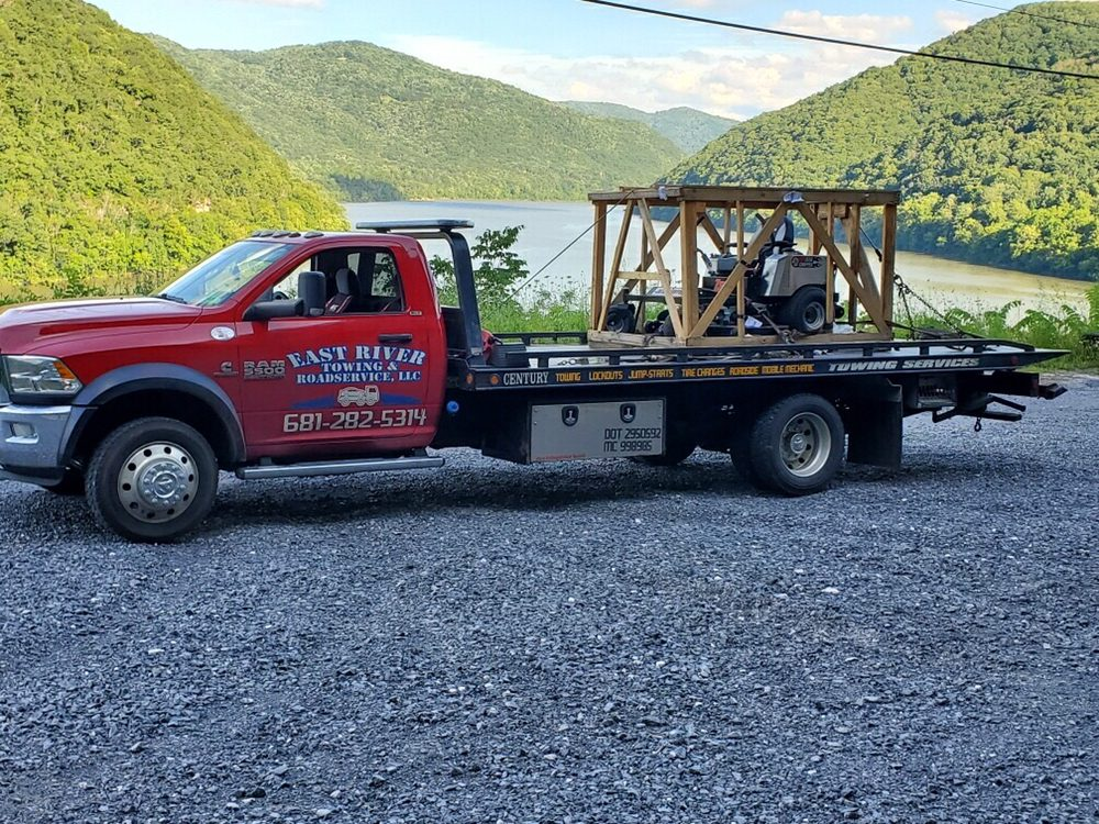 East River Towing & Roadservice: 3450 Maple Acres Rd, Bluefield, WV