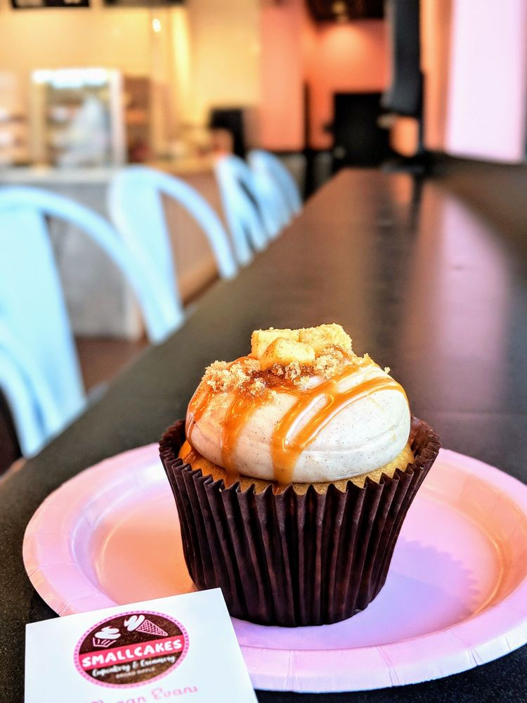 Smallcakes Cupcakery & Creamery: 930 Broad Ripple Ave, Indianapolis, IN