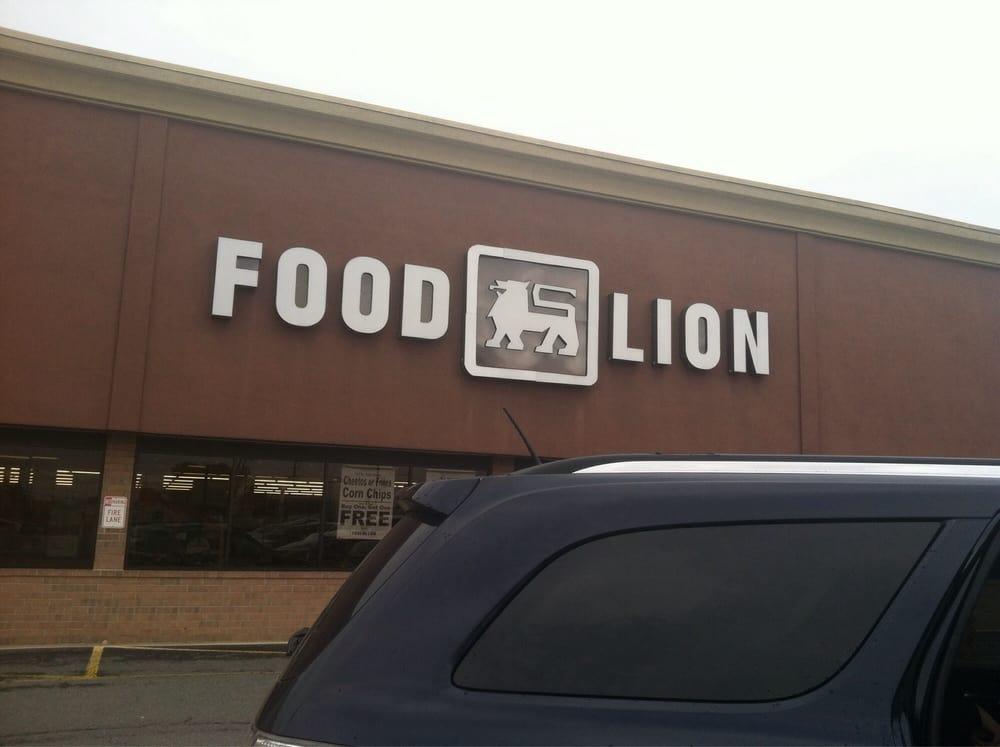 Food Lion: 125 S Main St, Hillsville, VA
