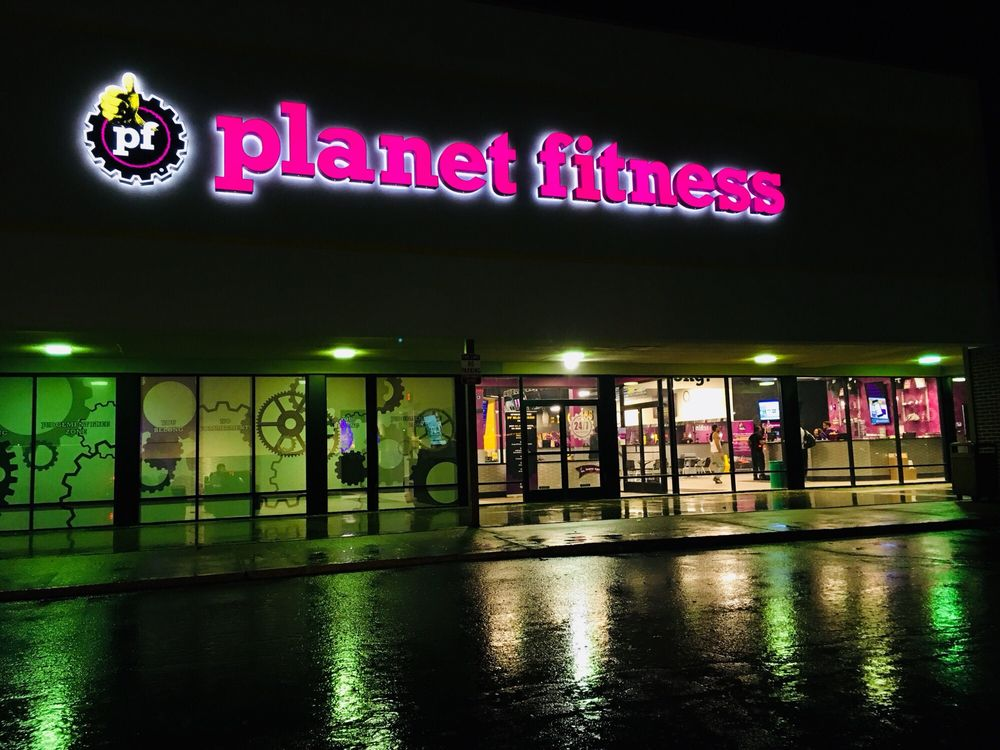 Planet Fitness: 606 Taywood Rd, Englewood, OH