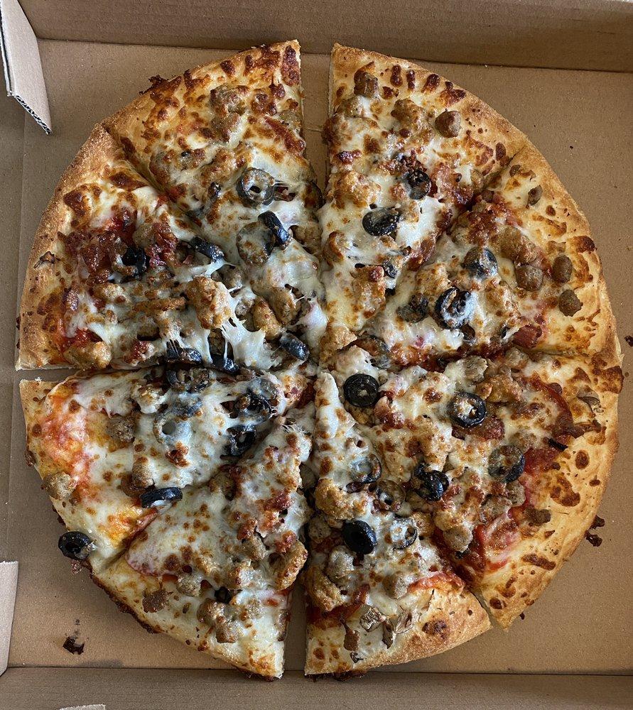 Matia's Pizza: 522 E Maple St, Caneyville, KY