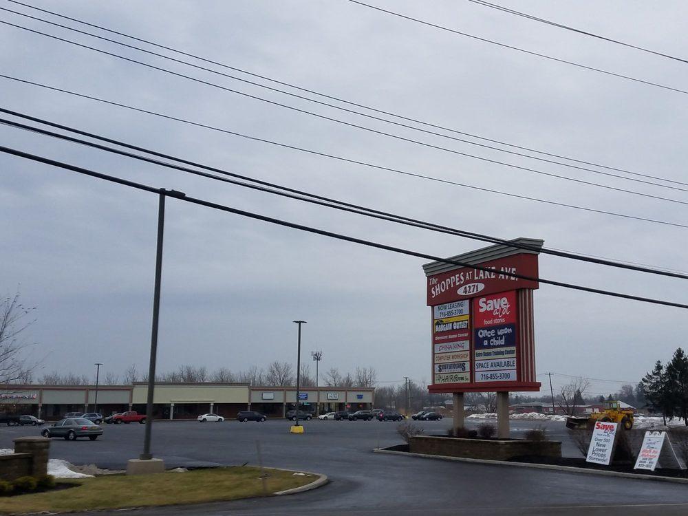 Shoppes At Lake Ave - Blasdell Plaza: 4271 Lake Ave, Blasdell, NY