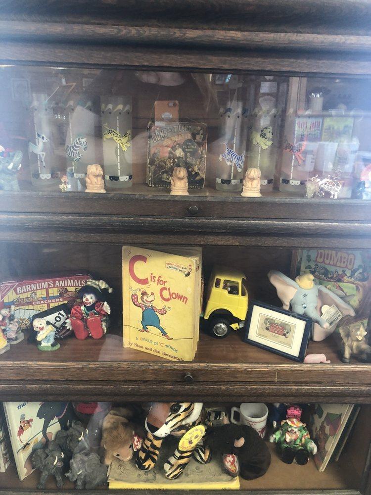 Angie's Circus City Diner: 1312 E Jackson St, Hugo, OK