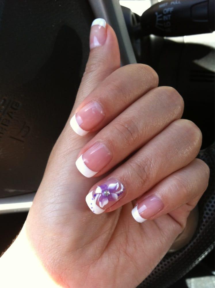 Pretty Shellac Nails: Shellac Mani $20 + $5 French + $5 Designs. Sooo Pretty!