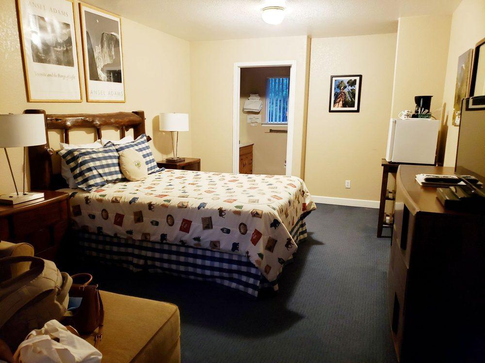 Little Valley Inn: 3483 Brooks Rd, Mariposa, CA