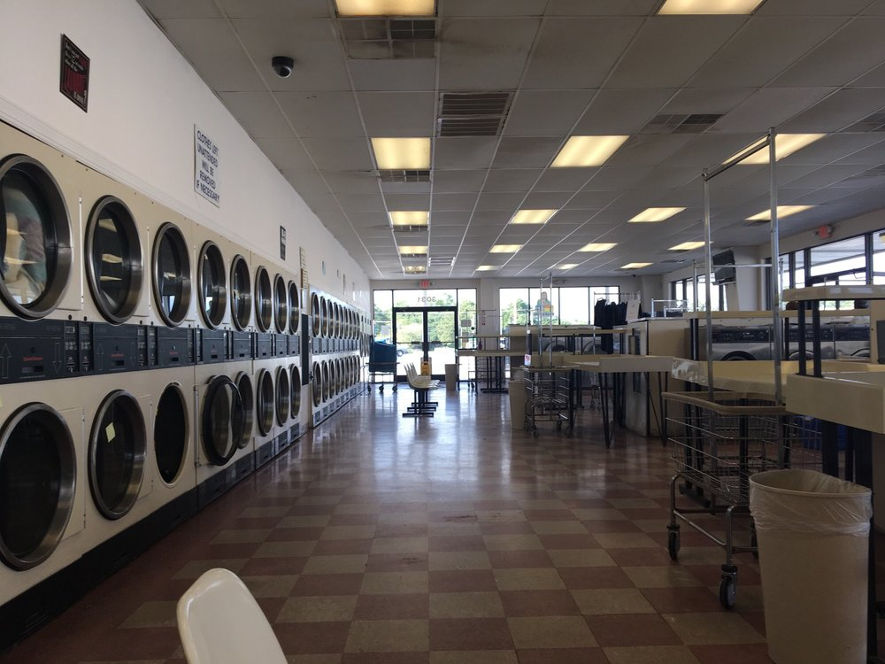 Crystal Clean Laundromat: 3025 Bridges St, Morehead City, NC