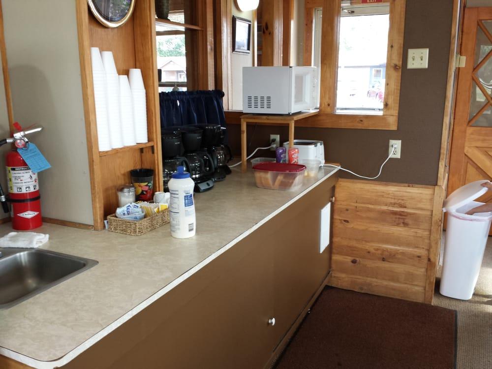 Two Rivers Inn: 408 Business Lp W, Jamestown, ND