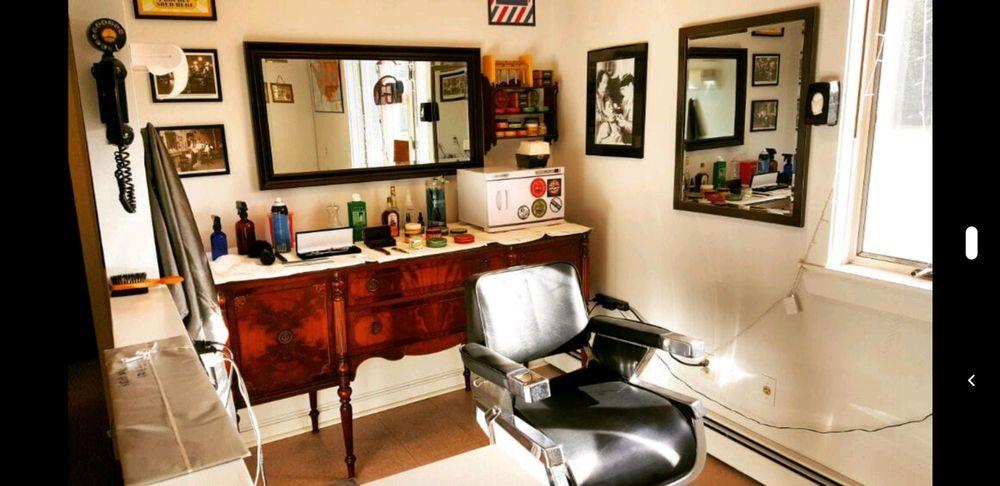 Snowbirds Barber Shop: 2000 Rio De Janiero Ave, PT CHARLOTTE, FL