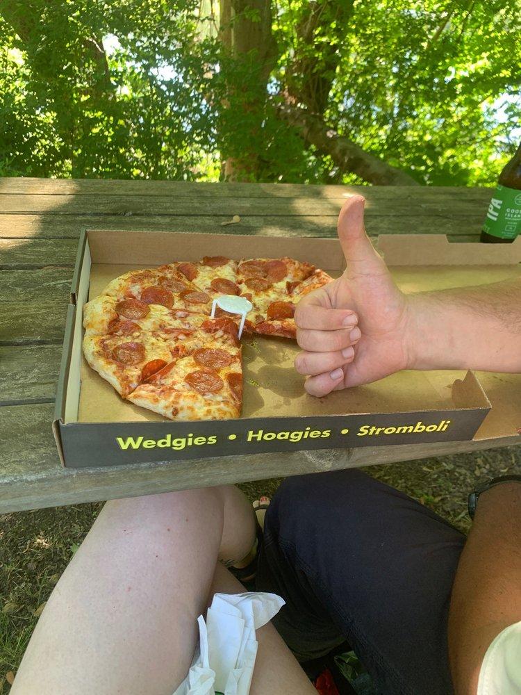 Fox's Pizza Den: 1233 Liberty St, Franklin, PA