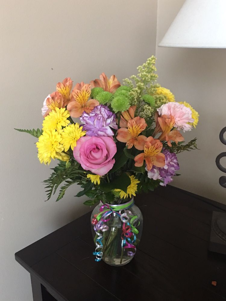 Danny's Flowers & Gifts: 2233 N Beech Daly Rd, Dearborn Heights, MI