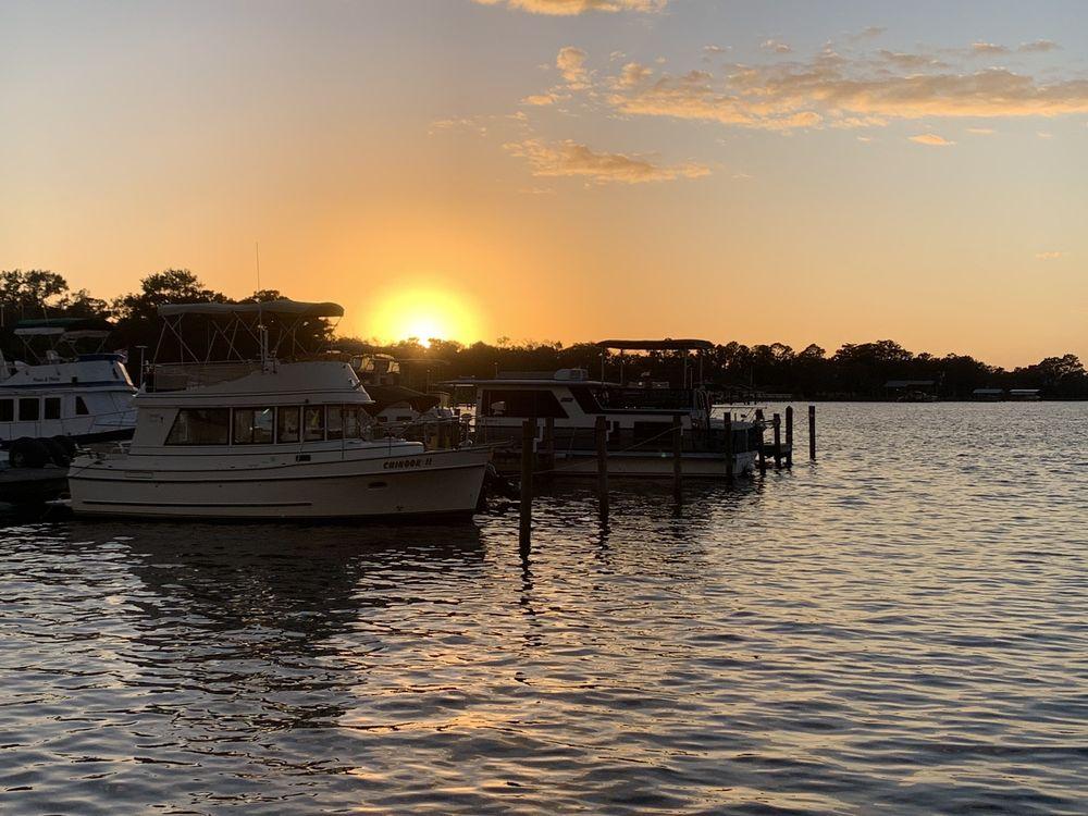 Sunset Tiki Bar: 3108 US-17, Fleming Island, FL