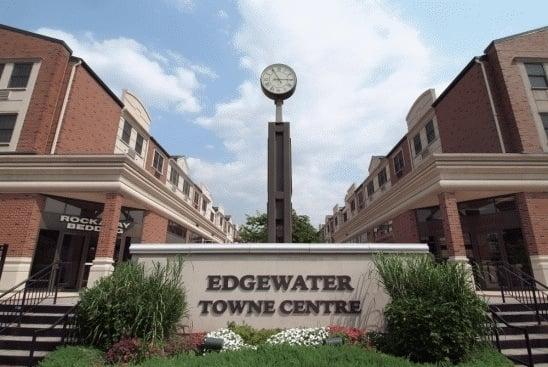 Edgewater Towne Center: 905 River Rd, Edgewater, NJ