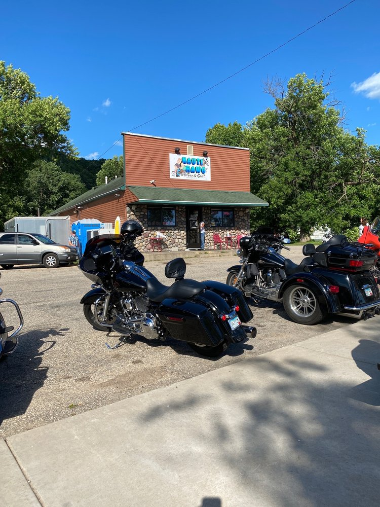 Nauti Hawg Bar & Grill: W9852 290th Ave, Hager City, WI