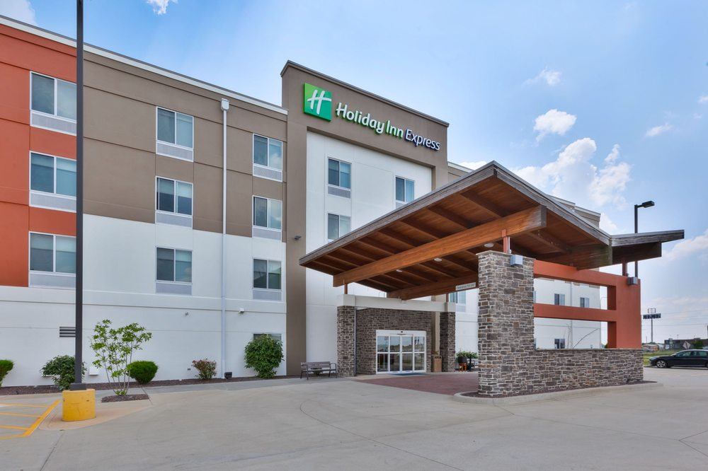 Lexington Inn & Suites: 1604 W Fayette Ave, Effingham, IL