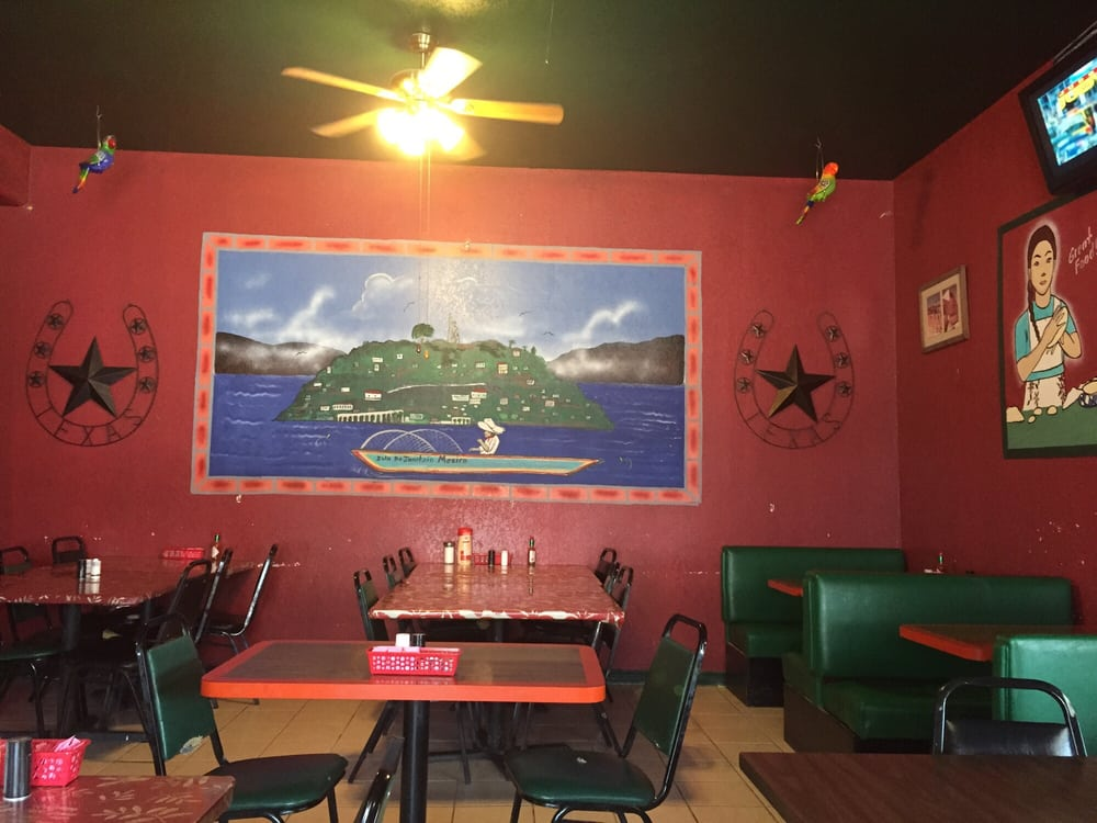Daniela's Restaurant: 520 4th St, Sterling City, TX