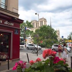 Restaurant jardin notre dame french 2 rue petit pont for Restaurant paris jardin