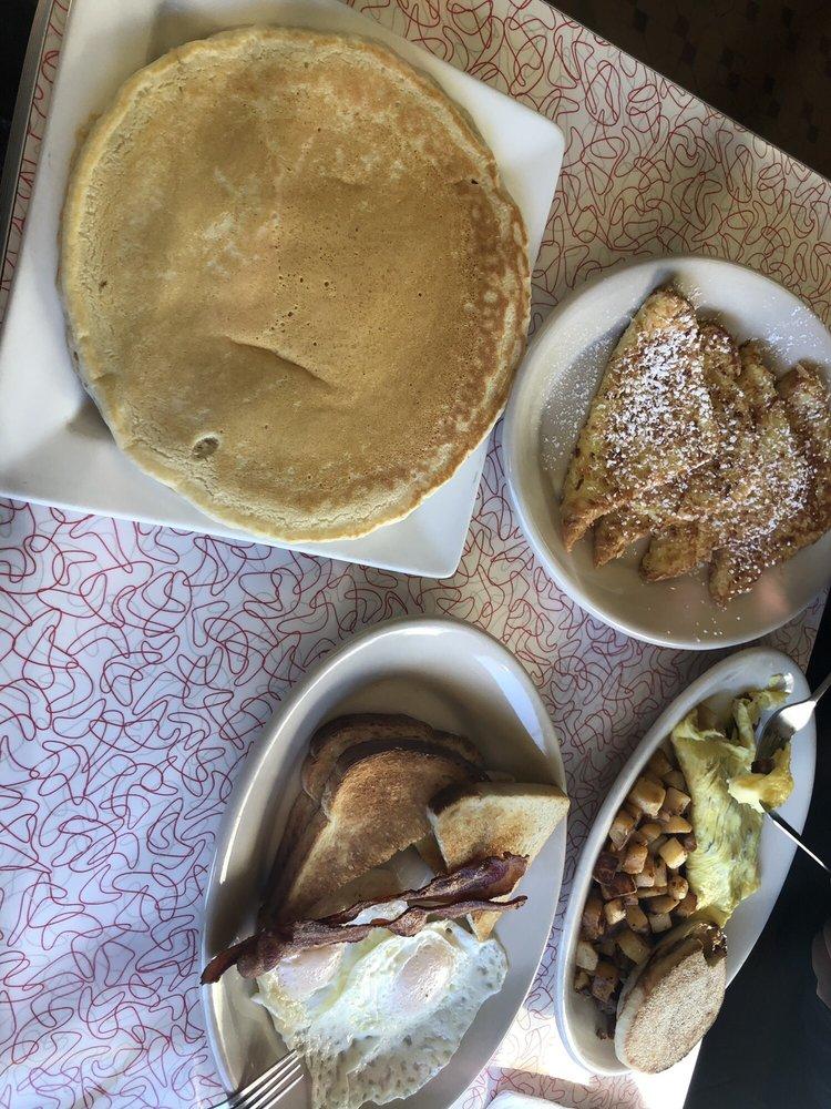 Country Girl Diner: 46 VT Rte 103 S, Chester, VT