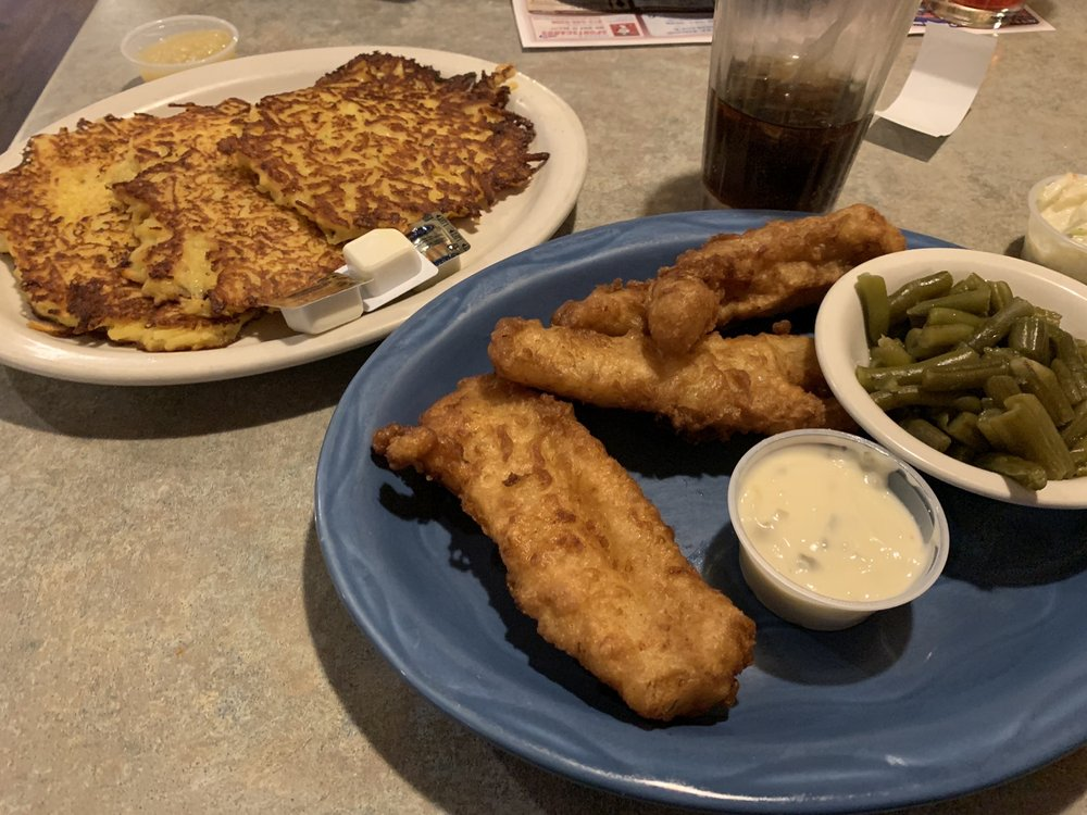 New London Family Diner: 400 N Shawano St, New London, WI