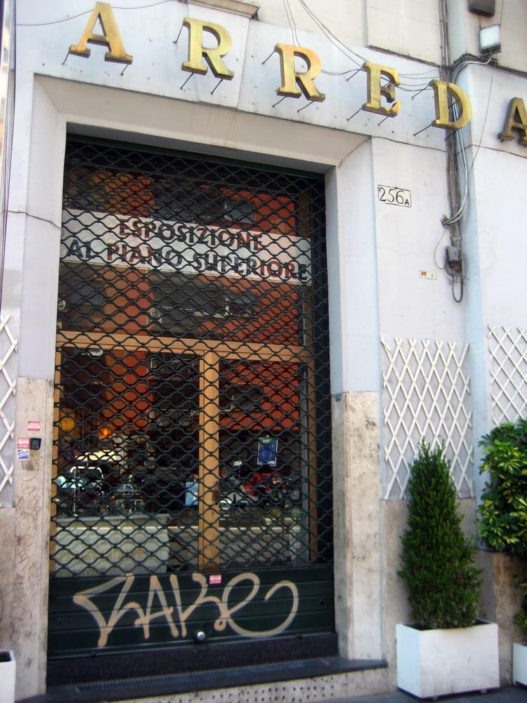 Adinolfi arredamenti negozi d 39 arredamento via appia for Cioccari arredamenti via appia