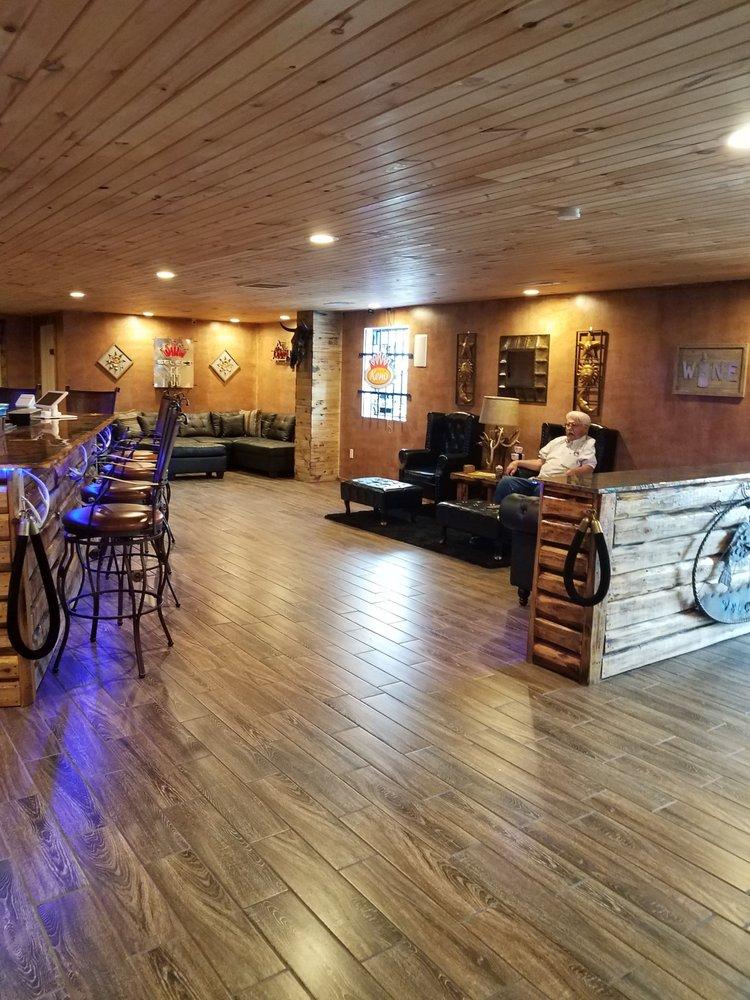 Lakeside Liquor & Lounge: 21133 Hwy 254, Wheatland, MO