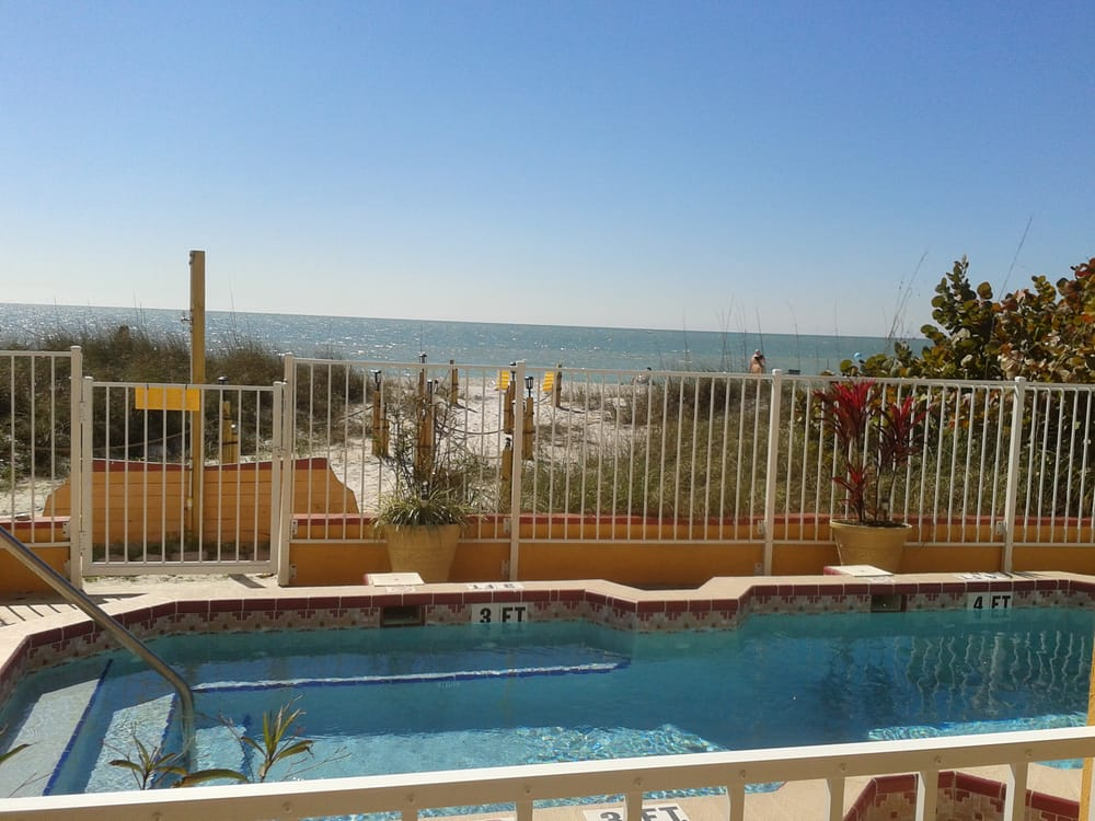 beach suites resort hotels 14560 gulf blvd madeira. Black Bedroom Furniture Sets. Home Design Ideas