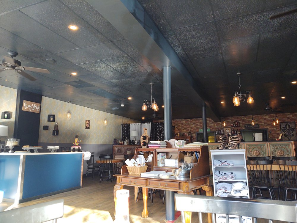 Madear's Southern Eatery & Bakery: 141 Main St, Pembroke, NH