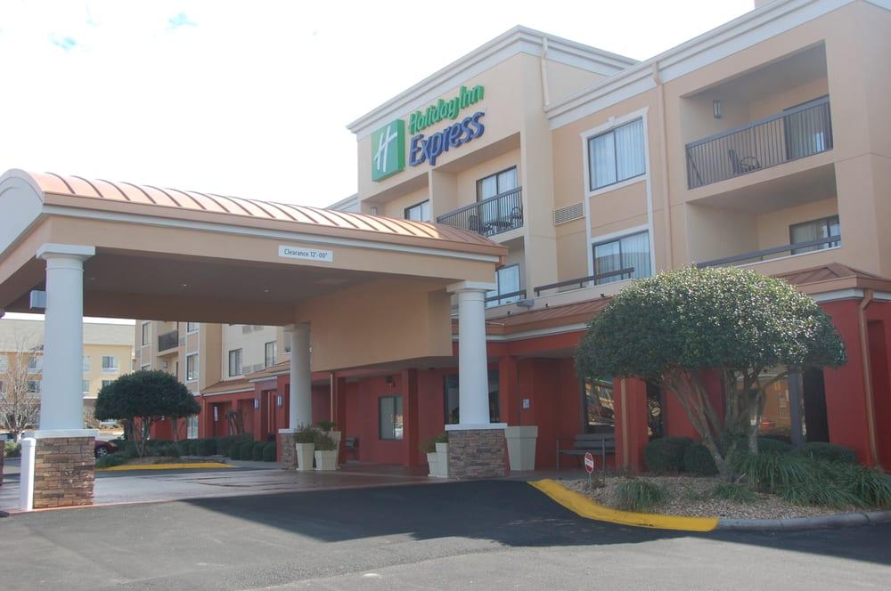 Holiday Inn Express Tifton: 814 W 7th St, Tifton, GA