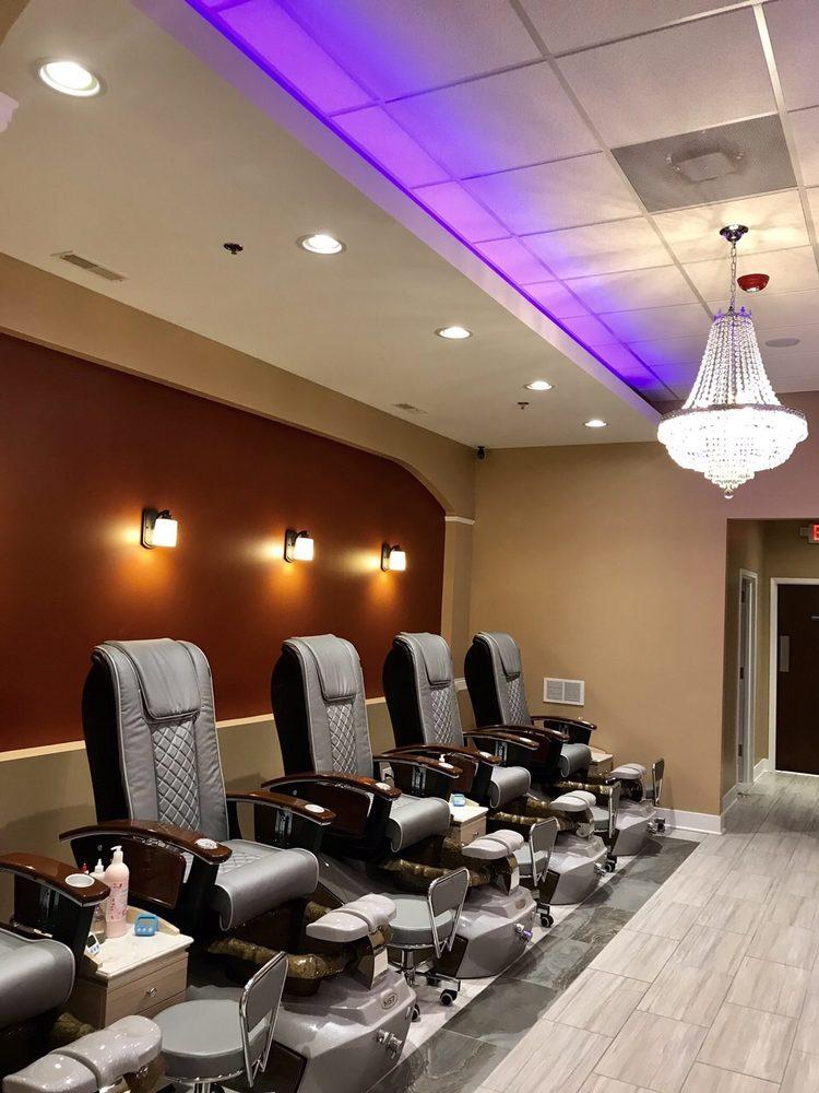 Bella Beauty Nails & Spa: 830 N Main St, Elburn, IL