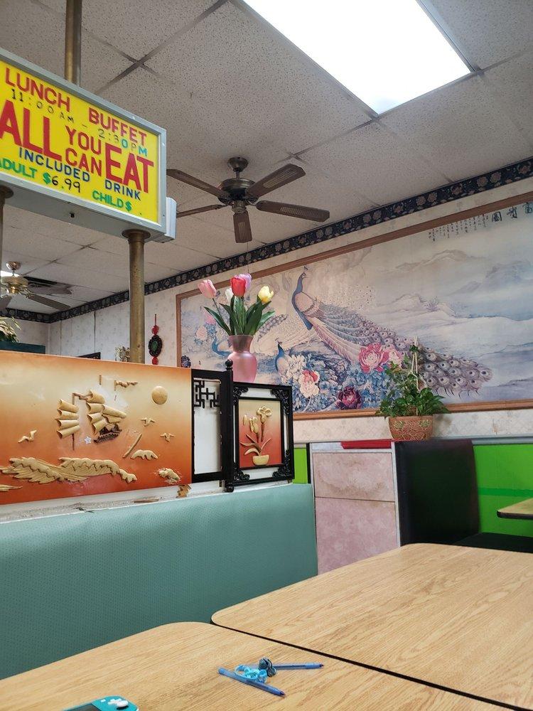 China River Restaurant: 426 N Main Plz, Chatham, IL