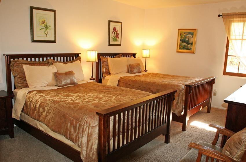 Topanga Canyon Inn Bed and Breakfast: 20310 Callon Dr, Topanga, CA