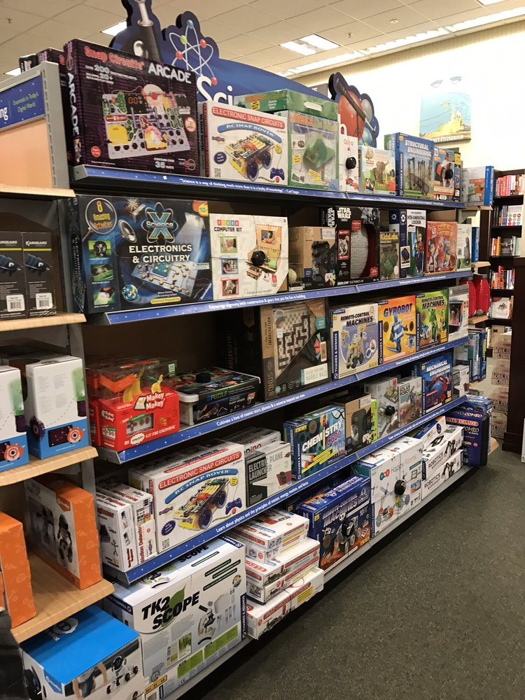 Barnes & Noble: 2960 Center Valley Pkwy, Center Valley, PA