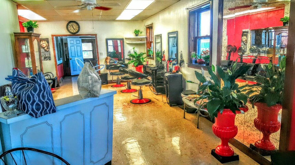 Diana's Hair Design: 111W 4th St, Bridgeport, PA