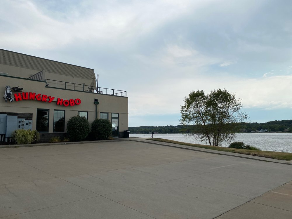 Hungry Hobo: 1109 Canal Shore Dr SW, Le Claire, IA