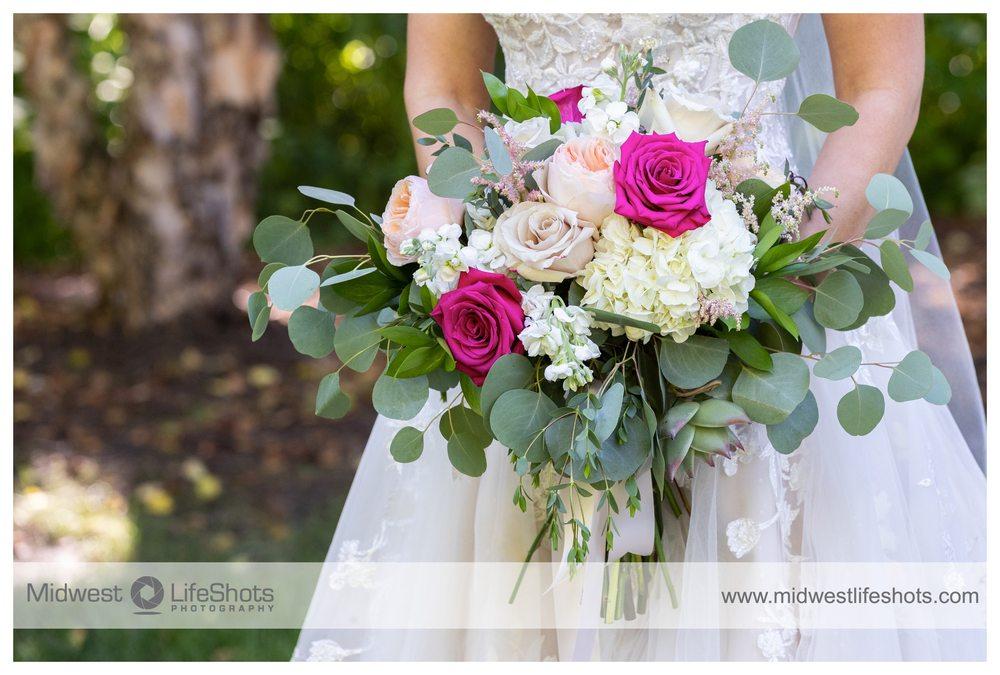 Hilltop Florist & Greenhouse: 885 E Madison Ave, Mankato, MN