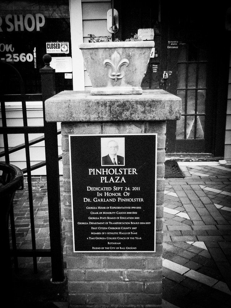 Pinholster Plaza: 205 Gilmer Ferry Rd, Ball Ground, GA