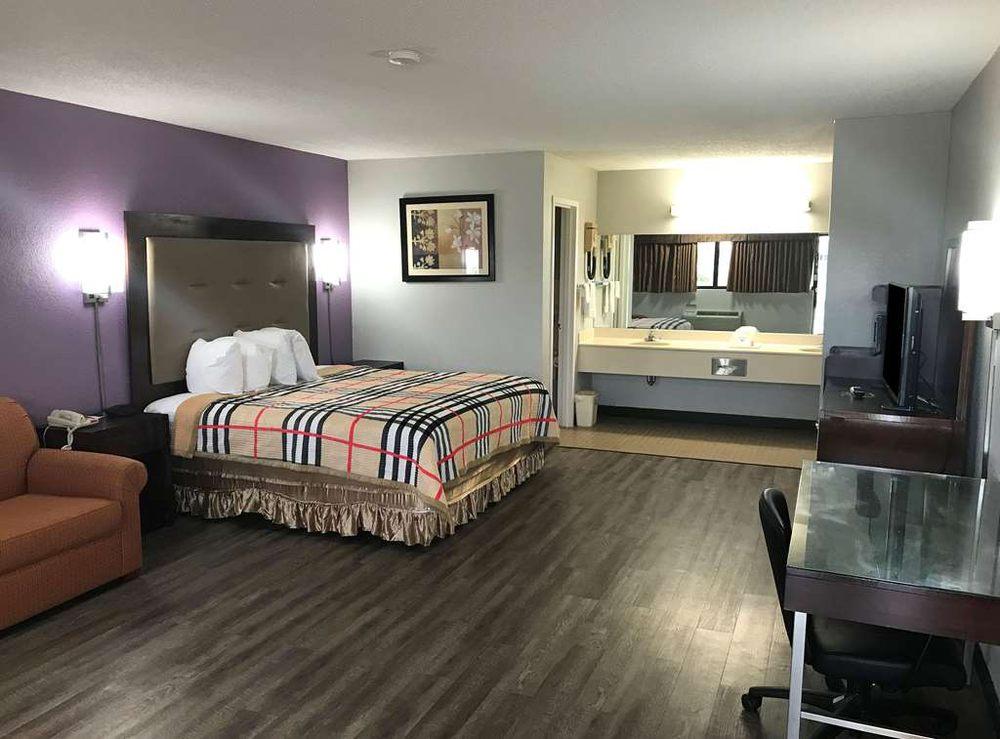Americas Best Value Inn and Suites Aberdeen: 801 East Commerce Street, Aberdeen, MS