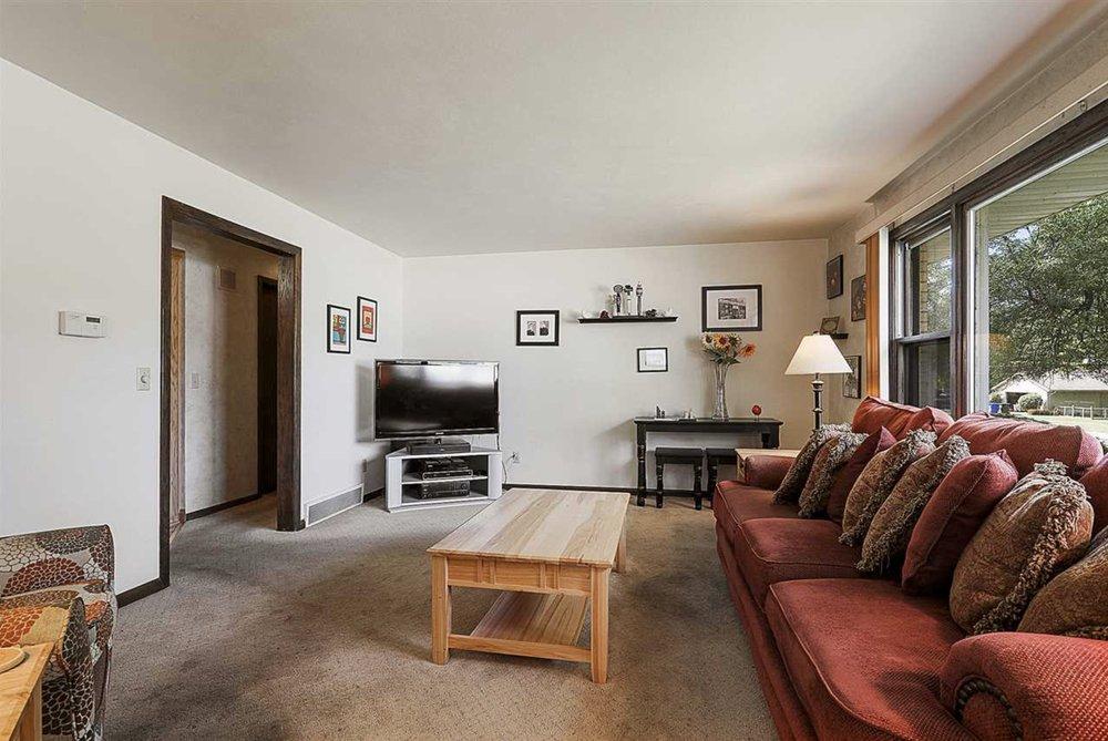 Jennifer Landro Real Estate Team  -  Landro Fox Cities Realty: 736 Ford St, Kimberly, WI