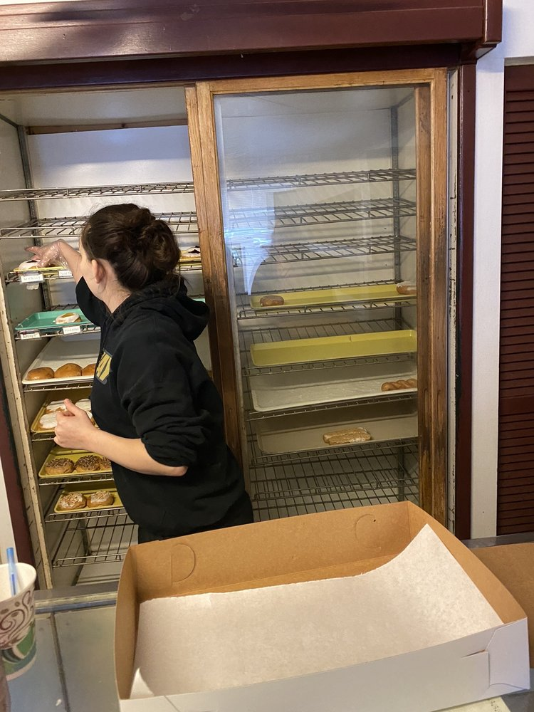 Gutzler's Donut Shop: 239 E Adams St, Nashville, IL
