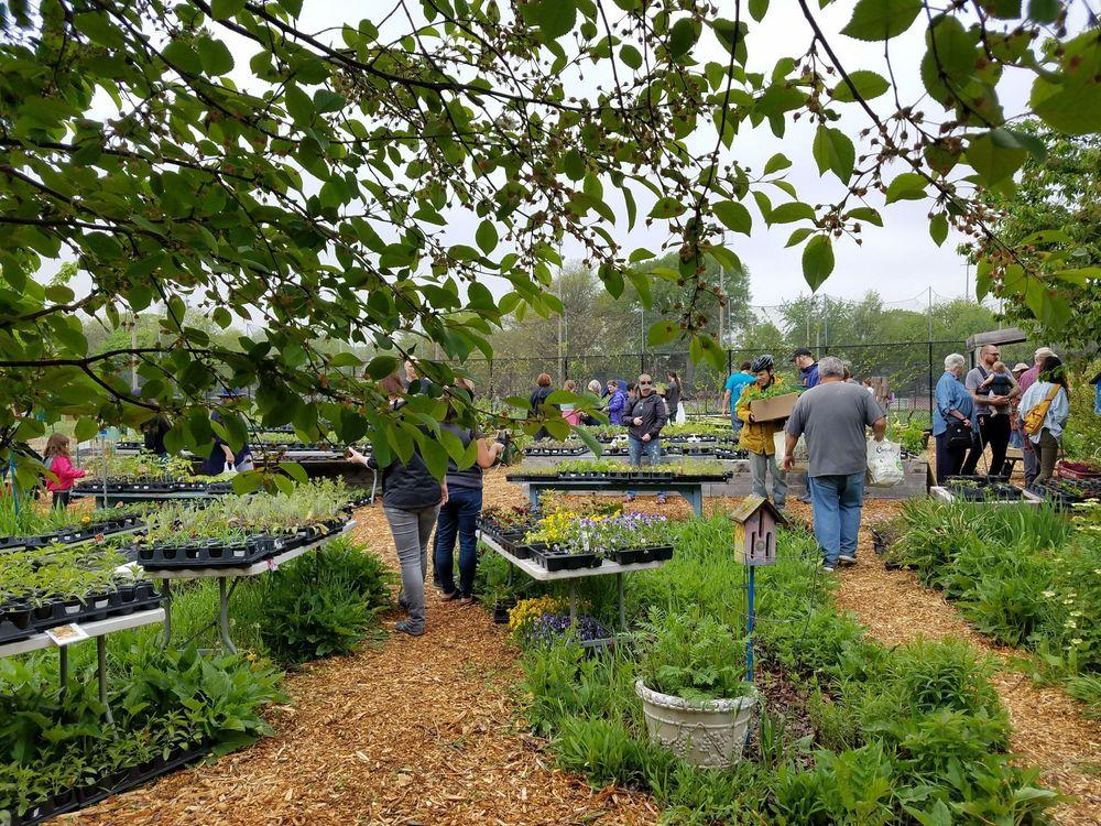 Kilbourn Park & Organic Green House: 3501 N Kilbourn Ave, Chicago, IL