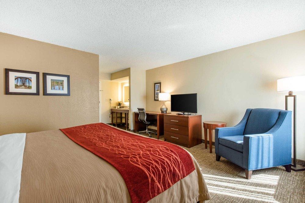 Comfort Inn & Suites Airport: 4301 East Roosevelt Rd, Little Rock, AR