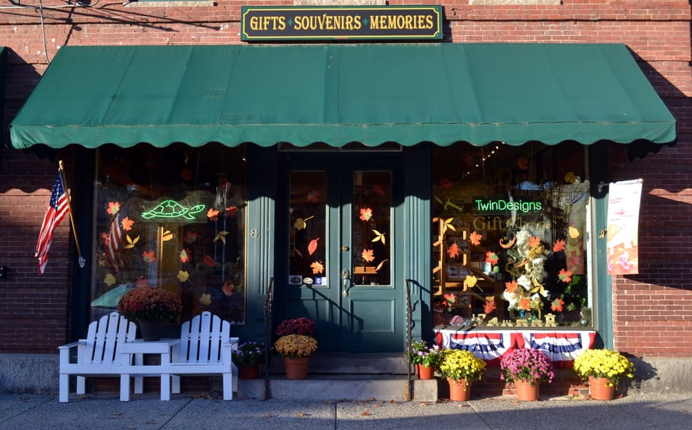 TwinDesigns Gift Shop: 8 Central Sq, Bristol, NH