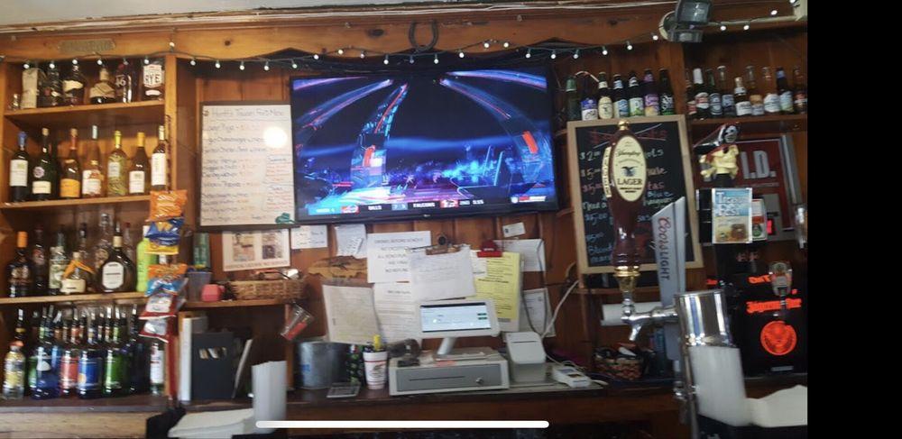 Huntt's Tavern: 6520 Bensville Rd, Pomfret, MD