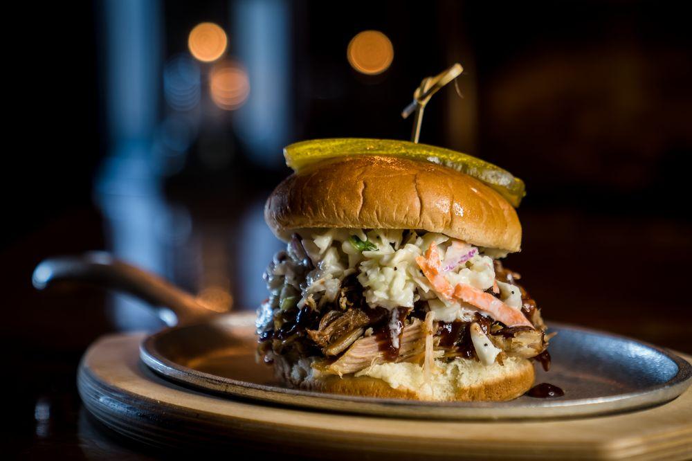 Lizzie's Memphis Style Barbecue: 3270 Margaritaville Blvd, Kissimmee, FL
