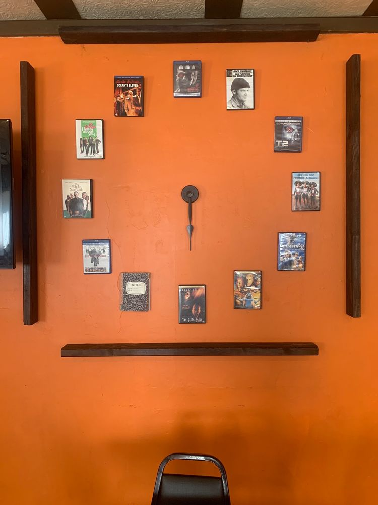 Hole In The Wall BBQ: 16 N Washington St, Sullivan, IL