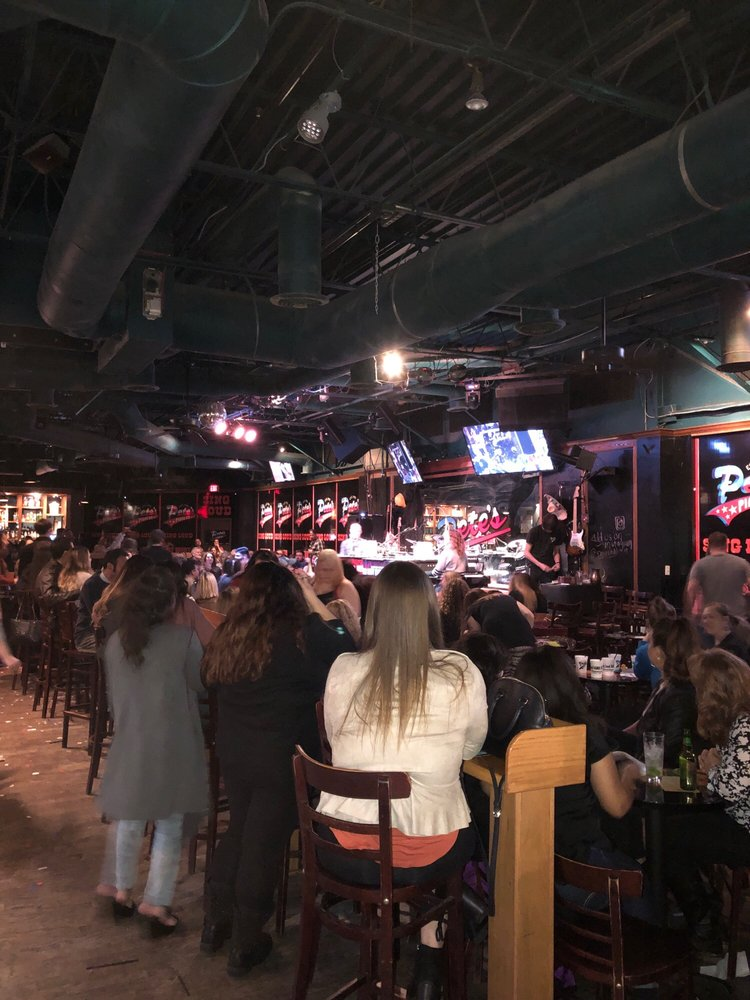 Pete's Dueling Piano Bar: 4980 Belt Line Rd, Dallas, TX