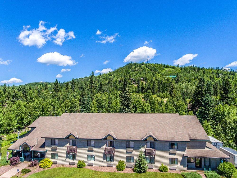 Mountain Inn at Lutsen: 360 Ski Hill Rd, Lutsen, MN