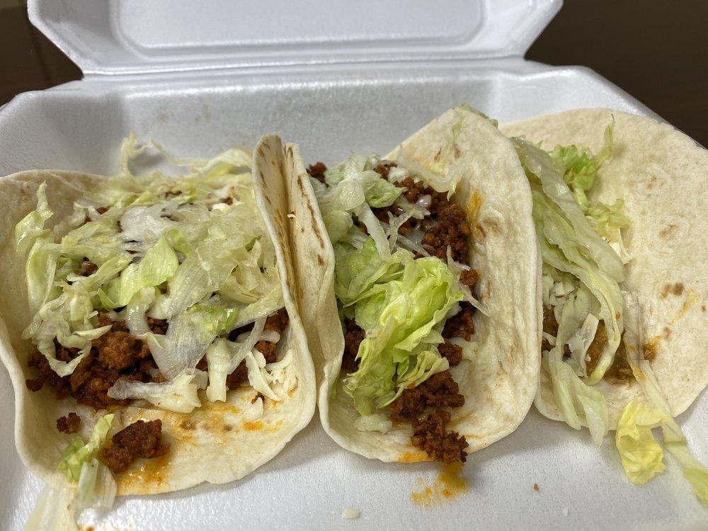 Taqueria Los Locos: 933 Hwy 65 S, Clinton, AR