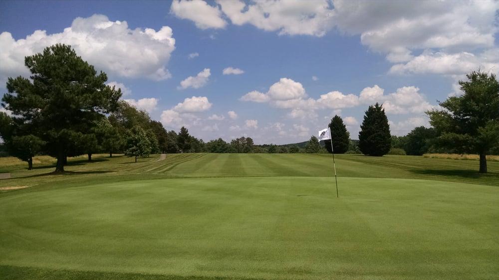 Falling River Country Club: 2140 Country Club Rd, Appomattox, VA