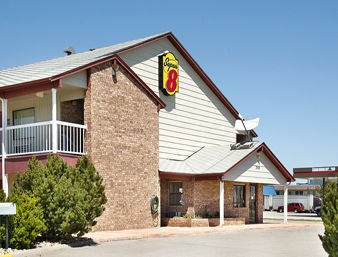 Super 8 by Wyndham Goodland: 2520 Commerce Road, Goodland, KS